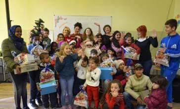 VišePraznična podela poklona deci u centrima za migrante u Somboru i Subotici